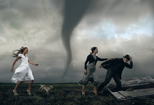It-s-a-Twister-annie-leibovitz-6137325-524-360
